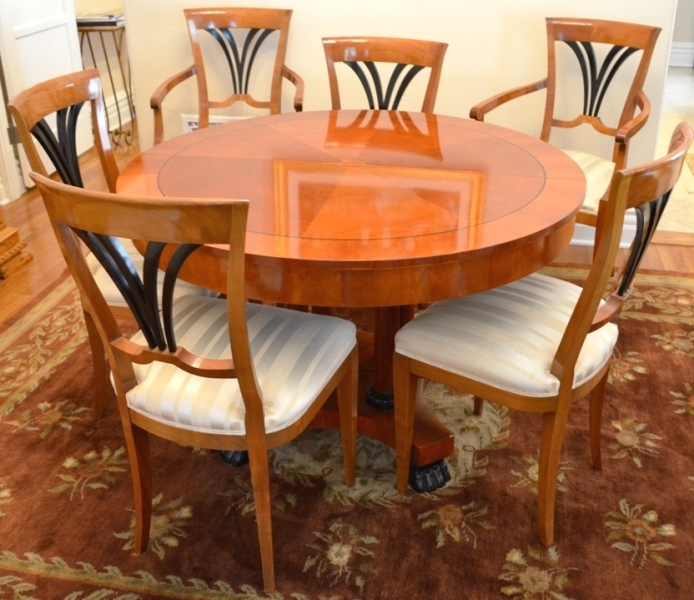 "Baker round 46""dining room table with two leafs – extends to 90 inch long."